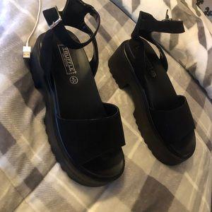 Never worn! Black sandals with platform!